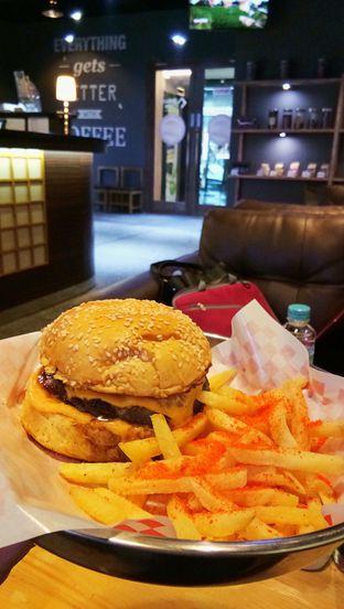 Foto 1 - Makanan(Original Biggy's Burger) di Biggy's oleh Galuh Irni