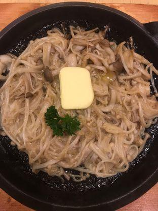 Foto 1 - Makanan(Enoki Butter Yaki) di Tokyo Belly oleh snooshi
