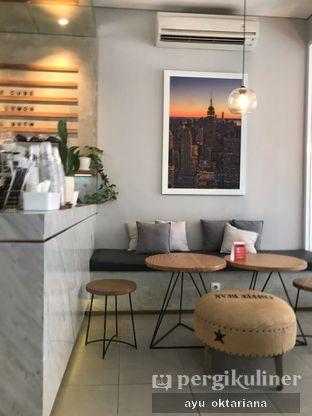 Foto 5 - Interior di Pivot Coffee oleh a bogus foodie