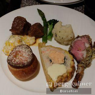 Foto 2 - Makanan di The Cafe - Hotel Mulia oleh Darsehsri Handayani