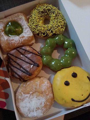 Foto 1 - Makanan di Dunkin' Donuts oleh duocicip