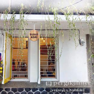 Foto 6 - Eksterior(the best photo spot. hahahahaa) di Sudut Kopi oleh Veranyca Handoko