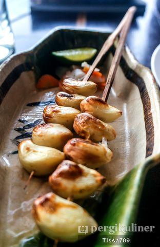 Foto 13 - Makanan(Nin niku shoyu zuke kushiyaki) di Enmaru oleh Tissa Kemala