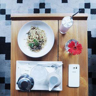 Foto - Makanan(Spaghetti Mushroom Aglio Olio & Vietnamese Coffee & Strawberry Milkshake) di Saka Bistro & Bar oleh Richard Wijaya