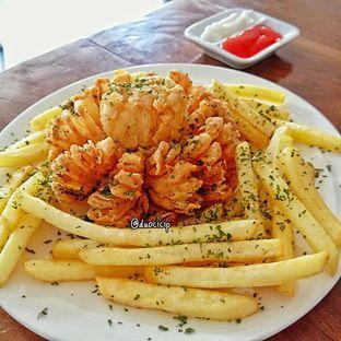 Foto 6 - Makanan(Blooming onion) di Kolibrew oleh duocicip