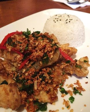 Foto 2 - Makanan(Gurame asiatique with steamed rice) di Cork&Screw oleh Claudia @grownnotborn.id