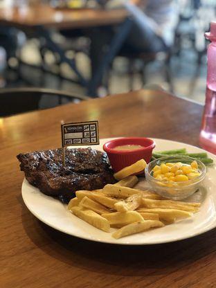 Foto 1 - Makanan(Rib eye) di Pepperloin oleh Vising Lie