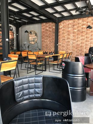 Foto 4 - Interior di District Dago Cafe & Resto oleh a bogus foodie