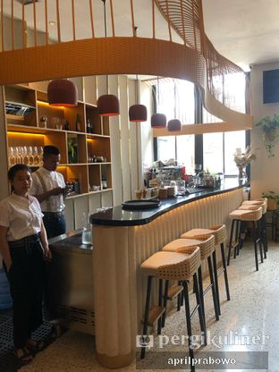 Foto 9 - Interior di Akar Restaurant and Bar oleh feedthecat