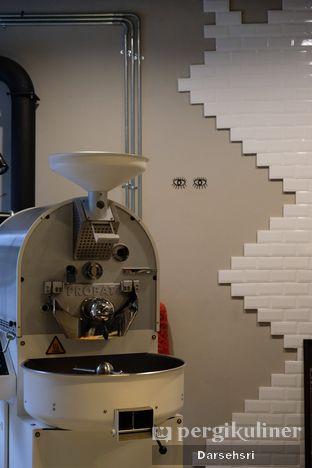 Foto 11 - Interior di Kapyc Coffee & Roastery oleh Darsehsri Handayani