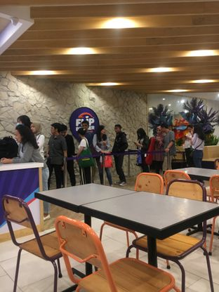 Foto 9 - Interior di Flip Burger oleh Fadhlur Rohman