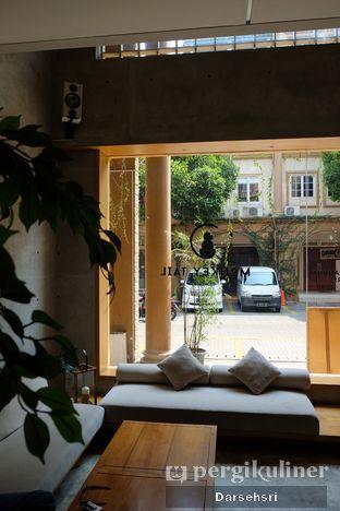 Foto 1 - Interior di Monkey Tail Coffee oleh Darsehsri Handayani