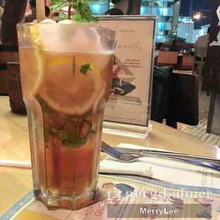 Foto 5 - Makanan(Homemade Grandma's Iced Lemon Tea) di Social House oleh Merry Lee