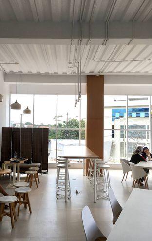 Foto 10 - Interior di Oi Coffee & Eatery oleh Prido ZH