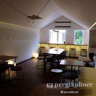 Foto 13 - Interior di Bermvda Coffee oleh Darsehsri Handayani