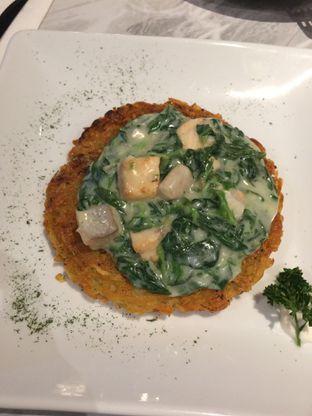 Foto 3 - Makanan(Creamy Spinach Salmon Rosti ) di B'Steak Grill & Pancake oleh Elvira Sutanto