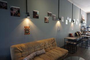 Foto 7 - Interior di Monomania Coffee House oleh BUKUmenuku