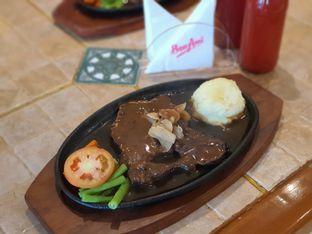 Foto 1 - Makanan di Bon Ami Restaurant & Bakery oleh Amrinayu