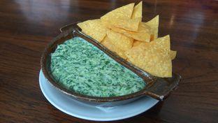 Foto 1 - Makanan(SPinach & Cheese Chips Dips (IDR 88k)) di Amigos Bar & Cantina oleh Renodaneswara @caesarinodswr