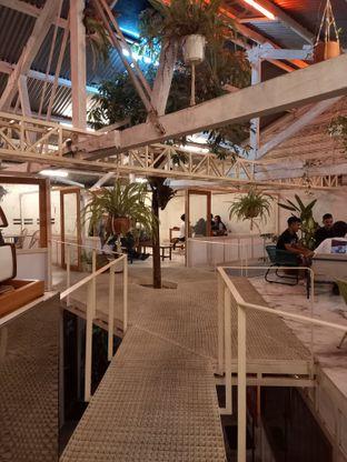 Foto 2 - Interior di Monday Coffee oleh Widya WeDe