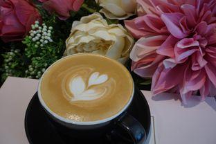 Foto 5 - Makanan(Honey Latte) di Clave Coffee Shop oleh Elvira Sutanto