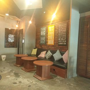 Foto 5 - Interior di Sixtynine Coffee oleh duocicip