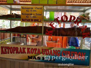Foto 2 - Interior di Ketoprak Kota Udang Cirebon Mas Kas oleh Asiong Lie @makanajadah