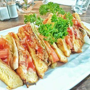 Foto 2 - Makanan(omelette sandwich) di PLUIE Cafe & Resto oleh duocicip