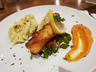 Foto 1 - Makanan(Salmon steak) di Petrichor Cafe & Bistro oleh Laurent Nanz