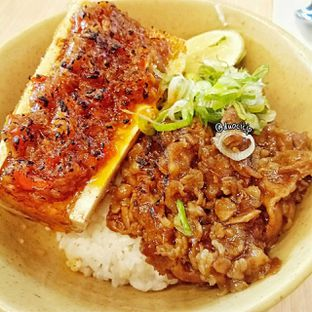 Foto 3 - Makanan(beef with sambal korek bawang bone warrow) di Mangkok Ku oleh duocicip