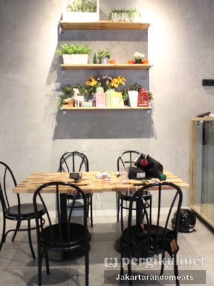 Foto 2 - Interior di Daily Press Coffee oleh Jakartarandomeats