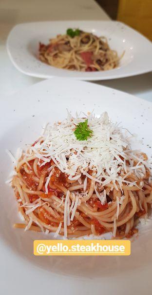 Foto - Makanan(Bolognese dan aglio) di Yells Steak oleh Clara Erica