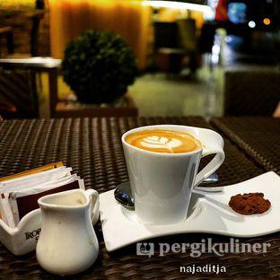 Foto review Isola Cafe oleh Aditya IG: @ditjanaja 2