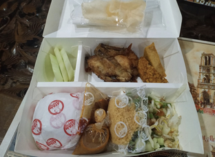 Foto 1 - Makanan di Ayam Presto Ny. Nita oleh @eatfoodtravel