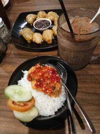 Foto Makanan di Eat Boss