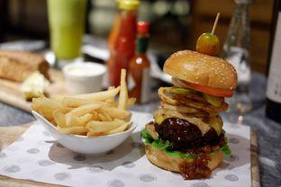 Foto 8 - Makanan(Hurricane's Signature Burger) di Hurricane's Grill oleh Chrisilya Thoeng