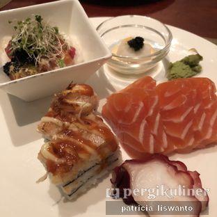 Foto 8 - Makanan(Sushi Sashimi) di The Cafe - Hotel Mulia oleh Patsyy