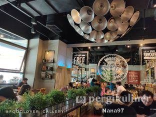 Foto 4 - Interior di The People's Cafe oleh Nana (IG: @foodlover_gallery)