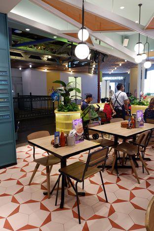 Foto 3 - Interior di Fish & Co. oleh Prido ZH