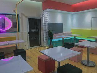 Foto 5 - Interior di Tjarani Cafe oleh @qluvfood