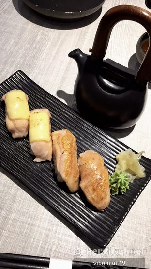 Foto 2 - Makanan(Salmon aburi cheese; salmon aburi) di Akatama oleh Sienna Paramitha