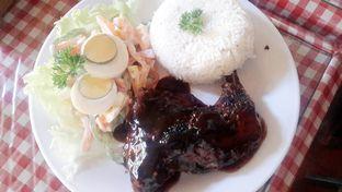Foto 7 - Makanan(Oriental Grilled Chicken (IDR 86,900 - Nett)) di Tizi's Cakeshop & Resto oleh Rinni Kania
