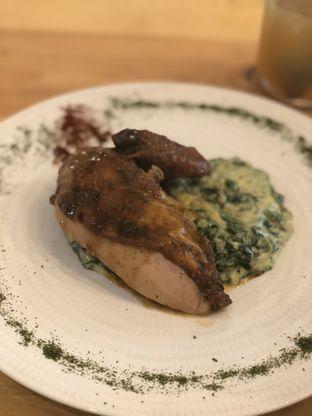 Foto 1 - Makanan(Classic Roast Chicken with Creamy Spinach) di Ciknic Roast Chicken oleh YSfoodspottings