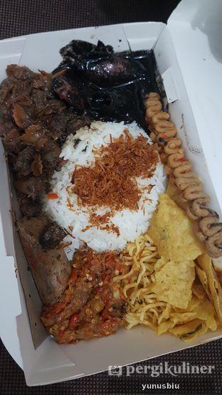 Foto 2 - Makanan di Nasi Cumi Hitam Madura Pak Kris oleh Yunus Biu | @makanbiarsenang