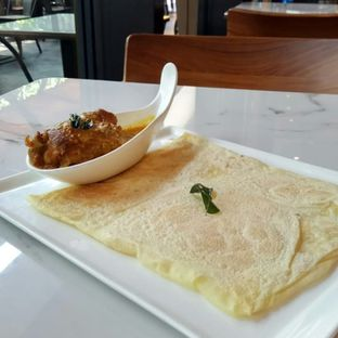 Foto 1 - Makanan(Roti Canai with Chicken Curry) di PappaRich oleh YSfoodspottings