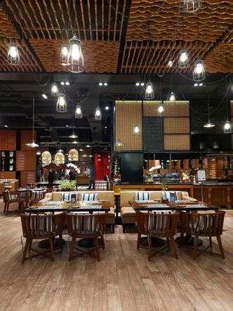 Foto Interior di Damar Restaurant - Pullman Ciawi Vimala Hills Resort