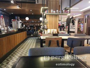 Foto 7 - Interior di Anomali Coffee oleh EATIMOLOGY Rafika & Alfin