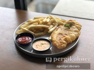 Foto 3 - Makanan(Salted Egg Fish and Chips) di Honua oleh Cubi