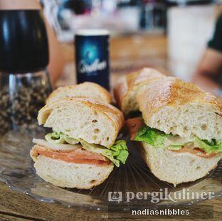 Foto 3 - Makanan(Baguette Salmon) di Sophie Authentique French Bakery oleh Nadia Felita Sari