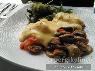 Foto 3 - Makanan(Eggs Benedict) di Abraco Bistro & Bar oleh Agnes Octaviani